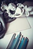 Τοπ-άποψη των καλλιτεχνικών μολυβιών και του γλυπτού Στοκ Εικόνα