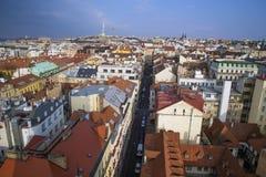 Τοπ άποψη των κόκκινων στεγών, πανόραμα της πόλης της Δημοκρατίας της Τσεχίας της Πράγας Στοκ εικόνα με δικαίωμα ελεύθερης χρήσης
