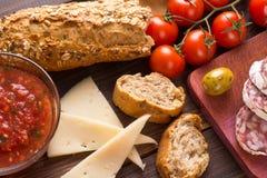 Τοπ άποψη των μεσογειακών πρόχειρων φαγητών - tapas Στοκ Εικόνες
