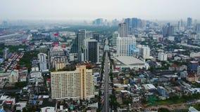 Τοπ άποψη των ουρανοξυστών σε μια μεγάλη πόλη Εικονική παράσταση πόλης της πόλης στην Ασία Ταϊλάνδη Τοπ άποψη της σύγχρονης πόλης Στοκ φωτογραφία με δικαίωμα ελεύθερης χρήσης