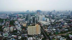 Τοπ άποψη των ουρανοξυστών σε μια μεγάλη πόλη Εικονική παράσταση πόλης της πόλης στην Ασία Ταϊλάνδη Τοπ άποψη της σύγχρονης πόλης Στοκ εικόνα με δικαίωμα ελεύθερης χρήσης