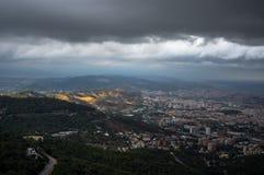 Τοπ άποψη των περιχώρων της πόλης της Βαρκελώνης από το ναό της ιερής καρδιάς του Ιησού Στοκ Φωτογραφίες