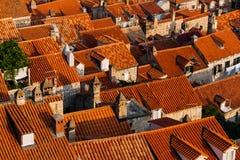 Τοπ άποψη των στεγών με τα κόκκινα κεραμίδια των ευρωπαϊκών σπιτιών σε Dubrovnik, Κροατία Στοκ εικόνα με δικαίωμα ελεύθερης χρήσης
