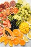 Τοπ άποψη των φρούτων και των μούρων ουράνιων τόξων Στοκ εικόνα με δικαίωμα ελεύθερης χρήσης