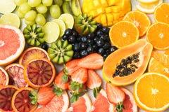 Τοπ άποψη των φρούτων και των μούρων ουράνιων τόξων Στοκ εικόνες με δικαίωμα ελεύθερης χρήσης