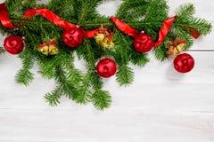 Τοπ άποψη υποβάθρου Χριστουγέννων άσπρη ξύλινη Στοκ Φωτογραφίες