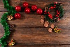 Τοπ άποψη υποβάθρου Χριστουγέννων ξύλινη Στοκ Εικόνες