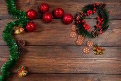 Τοπ άποψη υποβάθρου Χριστουγέννων ξύλινη Στοκ Φωτογραφίες