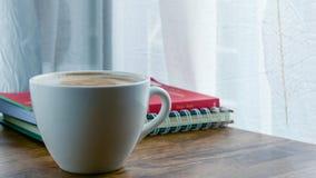 Τοπ άποψη φλυτζανιών καφέ σχετικά με τον ξύλινο πίνακα Στοκ εικόνα με δικαίωμα ελεύθερης χρήσης