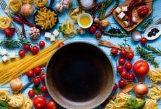 Τοπ άποψη όλου του απαραίτητου τμήματος τροφίμων για να κάνει ένα κλασικό ι στοκ εικόνες με δικαίωμα ελεύθερης χρήσης