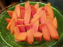 Τοπ άποψη papaya που τεμαχίζεται στο πιάτο στο εστιατόριο, τροπικά φρούτα στοκ φωτογραφίες με δικαίωμα ελεύθερης χρήσης
