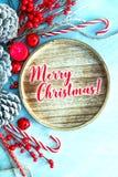 Τοπ διακόσμηση και διακόσμηση Χριστουγέννων άποψης στο ανοικτό μπλε υπόβαθρο Στοκ Φωτογραφίες