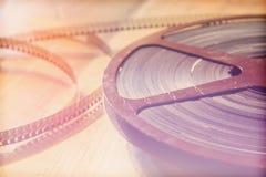 Τοπ εικόνα άποψης του παλαιού εξελίκτρου κινηματογράφων 8 χιλ. πέρα από το ξύλινο υπόβαθρο Στοκ Εικόνες