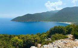 Τοπ θερινή άποψη της παραλίας Antisamos (Ελλάδα, Kefalonia) Στοκ Εικόνες