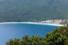 Τοπ θερινή άποψη της παραλίας Antisamos (Ελλάδα, Kefalonia) Στοκ εικόνα με δικαίωμα ελεύθερης χρήσης