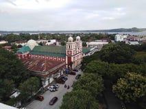 Τοπ πυροβολισμός στεγών της πόλης Iloilo βασιλικών του ST Joseph, Φιλιππίνες στοκ εικόνες