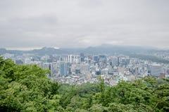 Τοπ πόλη άποψης στον πύργο της Σεούλ στοκ φωτογραφία