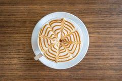 Τοπ τέχνη φλιτζανιών του καφέ άποψης latte Στοκ Εικόνες
