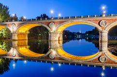 Τορίνο (Τουρίνο), Ponte Isabella και ποταμός Po στην μπλε ώρα Στοκ φωτογραφίες με δικαίωμα ελεύθερης χρήσης