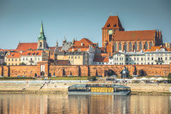 Τορούν, 11.2016 Πολωνία-Σεπτεμβρίου: παλαιά πόλη του Τορούν στην τράπεζα Vist Στοκ Εικόνες