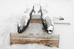 Τορπίλες του δεύτερου παγκόσμιου πολέμου, που καλύπτονται με το χιόνι στοκ εικόνες
