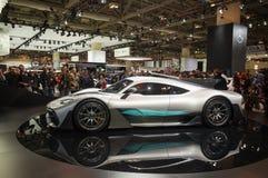 Τορόντο, Καναδάς - 2018-02-19: Επισκέπτες του 2018 καναδικό διεθνές AutoShow γύρω από το Mercedes-AMG πρόγραμμα ΈΝΑ supercar disp Στοκ εικόνες με δικαίωμα ελεύθερης χρήσης