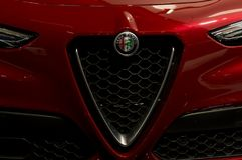 Τορόντο, Καναδάς - 2018-02-19: Πανέμορφη σχάρα του νέου ασφαλίστρου SUV 2018 Alfa Romeo Stelvio που επιδεικνύεται στη Alfa Romeo Στοκ φωτογραφία με δικαίωμα ελεύθερης χρήσης