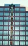 Τοτέμ πουλιών στο κέντρο της πόλης Στοκ φωτογραφία με δικαίωμα ελεύθερης χρήσης