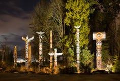 Τοτέμ στο πάρκο Βανκούβερ του Stanley τη νύχτα στοκ εικόνα με δικαίωμα ελεύθερης χρήσης
