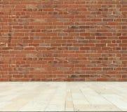Τουβλότοιχος και μαρμάρινο πάτωμα Στοκ Εικόνες