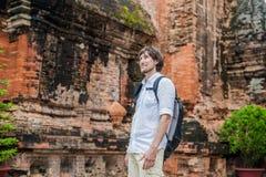 Τουρίστας ατόμων σε Ventname Po Nagar Cham Tovers Έννοια ταξιδιού της Ασίας Στοκ Φωτογραφίες