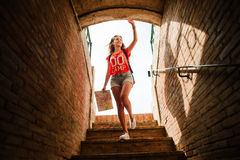 Τουρίστας κοριτσιών Plaza del Toros, ένας χώρος ταυρομαχίας Στοκ φωτογραφία με δικαίωμα ελεύθερης χρήσης