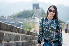 Τουρίστας που αναρριχείται στο Σινικό Τείχος της Κίνας Στοκ φωτογραφίες με δικαίωμα ελεύθερης χρήσης
