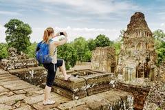 Τουρίστας που παίρνει την εικόνα από την κορυφή προ Rup σε Angkor, Καμπότζη Στοκ φωτογραφίες με δικαίωμα ελεύθερης χρήσης