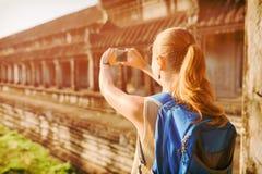 Τουρίστας που παίρνει την εικόνα στο Angkor Wat, Καμπότζη Στοκ φωτογραφία με δικαίωμα ελεύθερης χρήσης