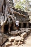 Τουρίστας σε Angkor Wat Στοκ Φωτογραφία