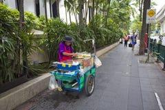 Τουρίστας στη λάρνακα Ratchaprasong Erawan στοκ φωτογραφίες με δικαίωμα ελεύθερης χρήσης