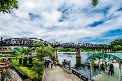 Τουρίστας στη γέφυρα του ποταμού Kwai Στοκ Εικόνα