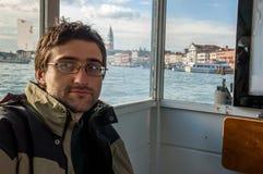 Τουρίστας στη στάση Arsenale waterbus στη Βενετία Στοκ φωτογραφία με δικαίωμα ελεύθερης χρήσης
