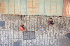 Τουρίστας στη στενή οδό της Ιερουσαλήμ, Ισραήλ Στοκ φωτογραφίες με δικαίωμα ελεύθερης χρήσης