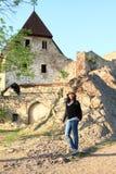 Τουρίστας στο κάστρο Tocnik Στοκ Εικόνες