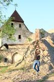 Τουρίστας στο κάστρο Tocnik Στοκ φωτογραφία με δικαίωμα ελεύθερης χρήσης