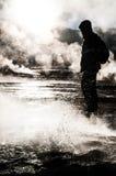 Τουρίστας Geyser del Tattio - Atacama Στοκ φωτογραφία με δικαίωμα ελεύθερης χρήσης