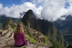 Τουρίστας Picchu Machu Στοκ εικόνες με δικαίωμα ελεύθερης χρήσης