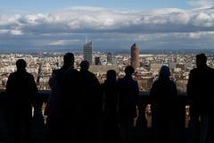 Τουρίστες επάνω από την πόλη Στοκ Φωτογραφίες