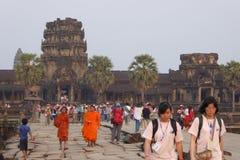 Τουρίστες ηλιοβασιλέματος σε Angkor Wat Στοκ εικόνες με δικαίωμα ελεύθερης χρήσης