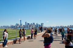 Τουρίστες και άνθρωποι στις εικόνες και το περπάτημα πυροβολισμού της Νέας Υόρκης Στοκ Εικόνες