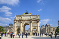 Τουρίστες κοντά Arc de Triomphe du στο ιπποδρόμιο, Παρίσι Στοκ Εικόνες