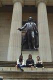 Τουρίστες, ομοσπονδιακό άγαλμα αιθουσών του George Washington Tom Wurl Στοκ Εικόνες