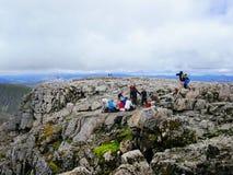 Τουρίστες πάνω από το βουνό του Ben Nevis Στοκ Εικόνα